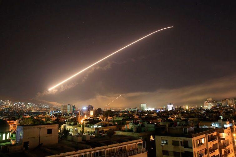"""Израиль нанес ракетный удар по иранскому центру управления БПЛА в Сирии - российские """"Панцири"""" не спасли"""