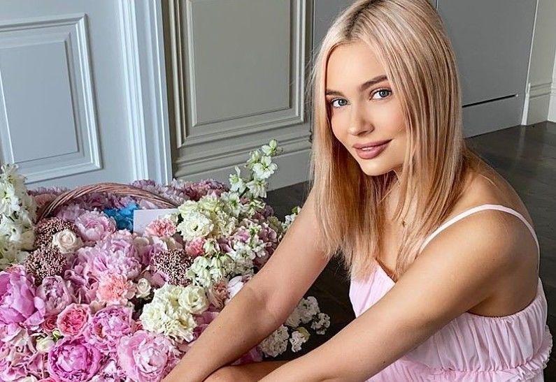 Актрису Наталью Рудову, полностью обнажившуюся на крыше дома, сравнили с ведьмой Маргаритой Булгакова