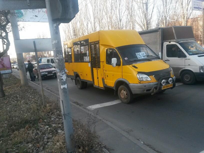 В Мариуполе неизвестные угнали маршрутки из автопарка