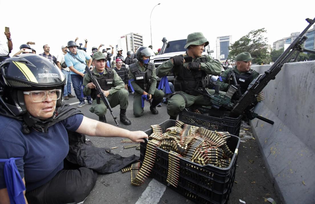 Стало известно, куда хотел бежать Мадуро из Венесуэлы и кто его отговорил
