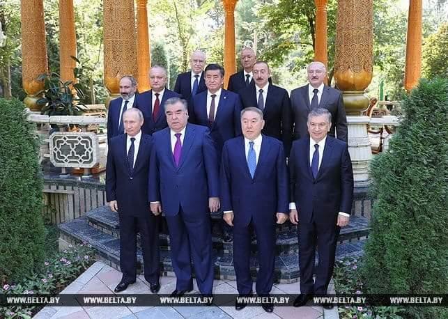 Соцсети взорвало фото Путина в Душанбе: пользователи отметили интересную деталь на встрече глав СНГ