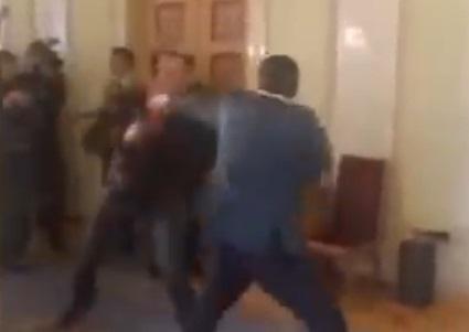 В кулуарах ВР подрались нардепы Ивченко и Соболев: видео инцидента