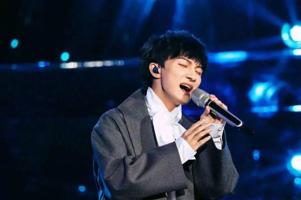 Китайский певец Чжоу Шэнь стал звездой Интернета, спев на украинском языке