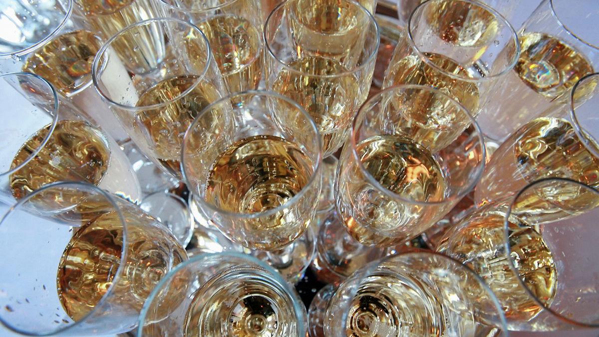 Россия расширила список запрещенных продуктов из Украины, а Moet Hennessy оставит РФ без шампанского