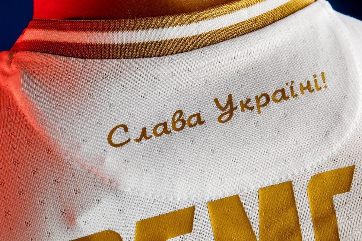 УЕФА запретил слоган на форме сборной Украины – у Зеленского отреагировали на решение