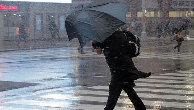 В Украину идет мощный циклон: синоптики рассказали, в каких областях завтра пройдут сильные дожди с ветром