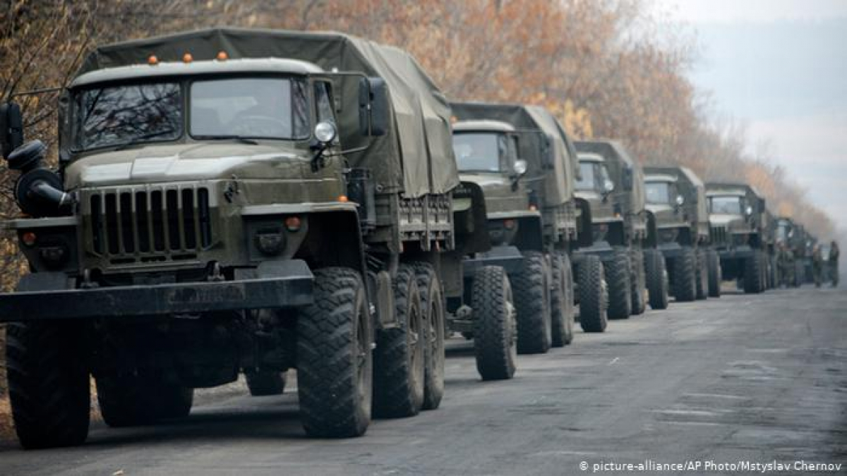 На Донбассе засекли колонну российской военной техники: россияне пересекли границу ночью и мимо КПП