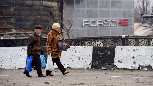 """""""Мы скоро тут все сдохнем от голода! Это ад, ребята"""", - работники донецких заводов вскладчину покупают хлеб, чтобы не падать в голодные обмороки"""