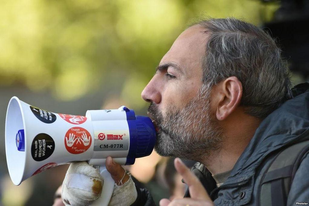 армения, революция, бархатрая революция, пашинян, саргсян, скандал, республиканец