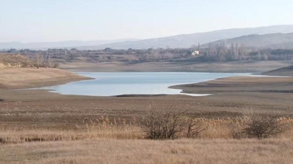 Важный водоем в Крыму на грани высыхания: воды хватит до января 2021 года