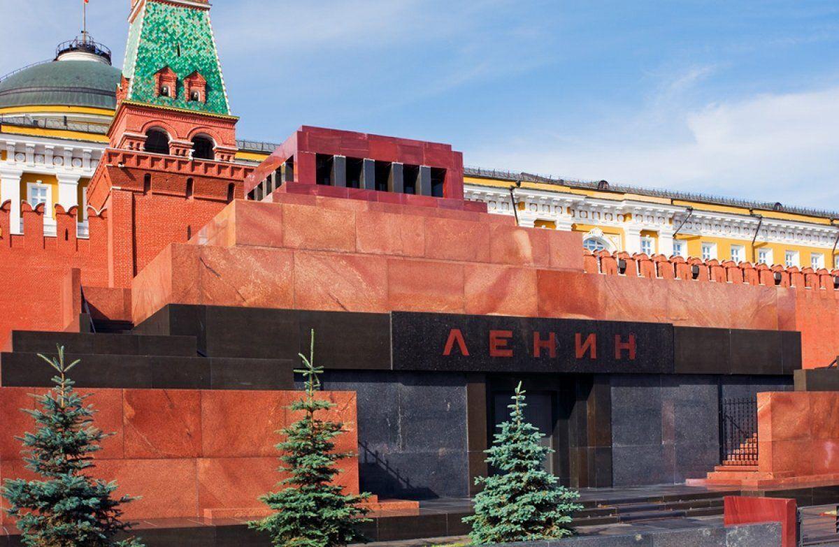 """В Москве мужчина пришел к Ленину с просьбой: """"Просыпайся, у нас новый царь"""""""