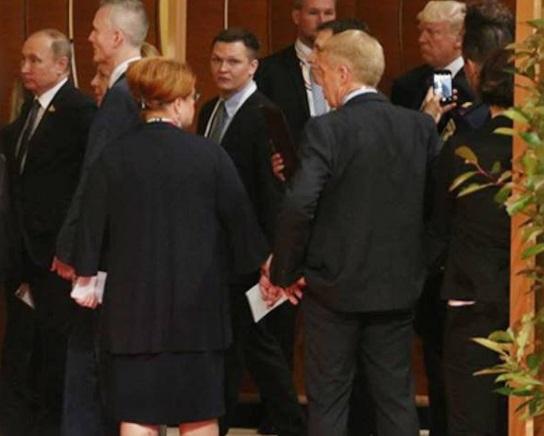 """""""РосСМИ пи***т кипятком"""", - в Сети издеваются над первым совместным фото Путина и Трампа на саммите G20 - кадры"""