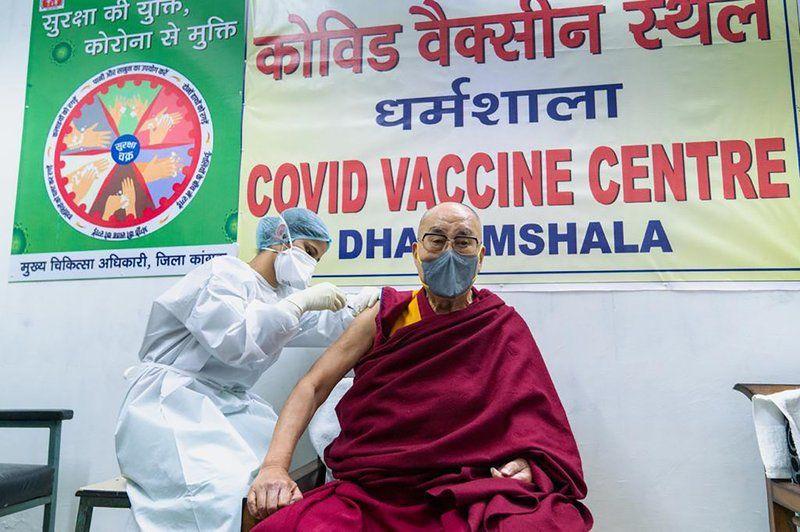 Далай-лама привился от COVID-19: после этого духовный лидер обратился к жителям планеты