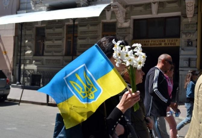 Одесситы почтили память погибших евромайдановцев и положили цветы к местам их гибели. Фото