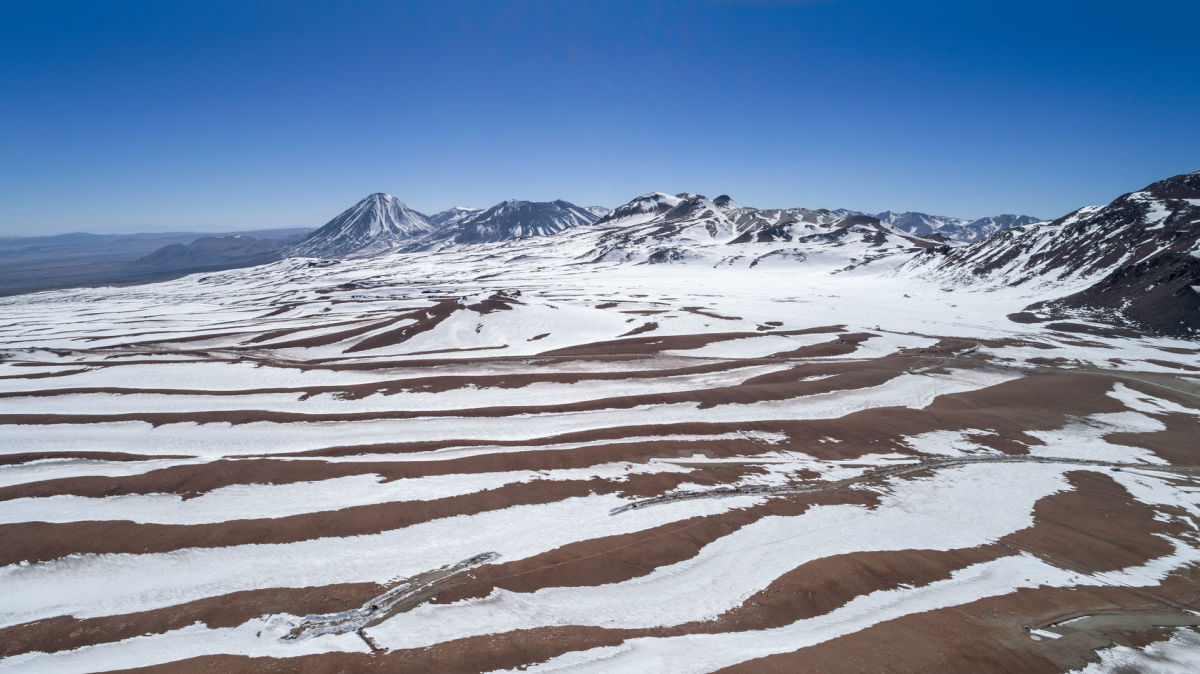 Впервые за 30 лет снег выпал в самой сухой пустыне мира