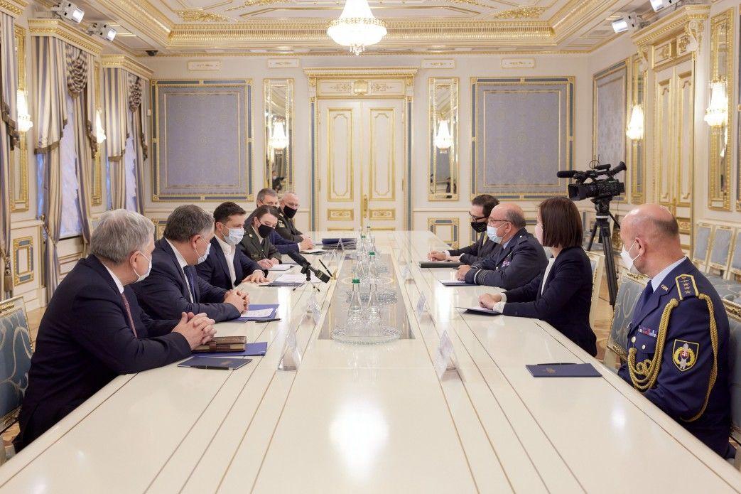 Зеленский после встречи с главой Военного комитета НАТО Пичем обратился к Кремлю