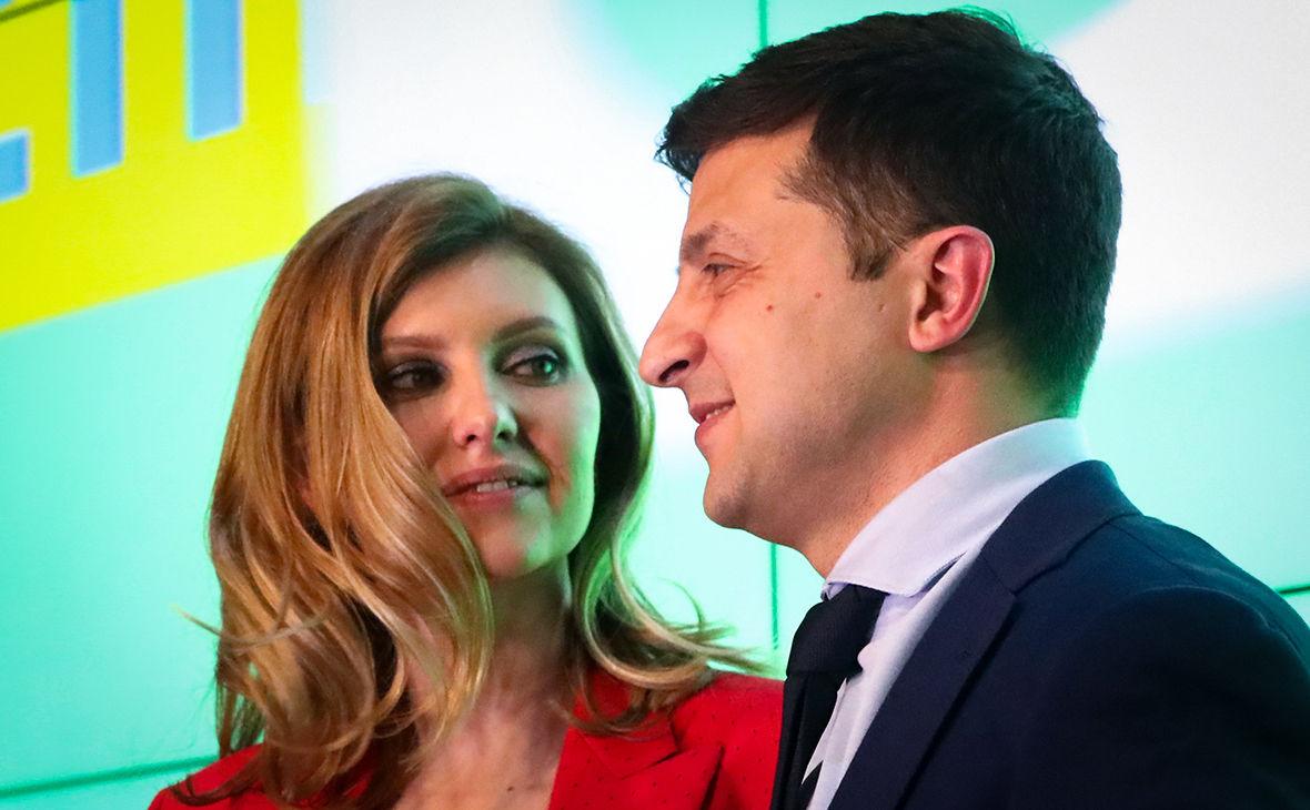 Зеленский поцеловал жену Елену в прямом эфире под песню Kiss Me: появилось видео