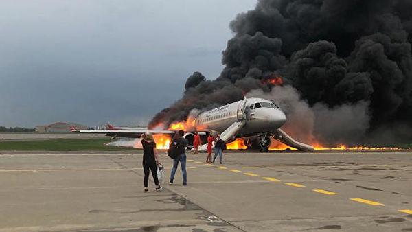 Гибель 41 человека во время пожара SSJ 100 в Москве: российское ТВ поразило цинизмом