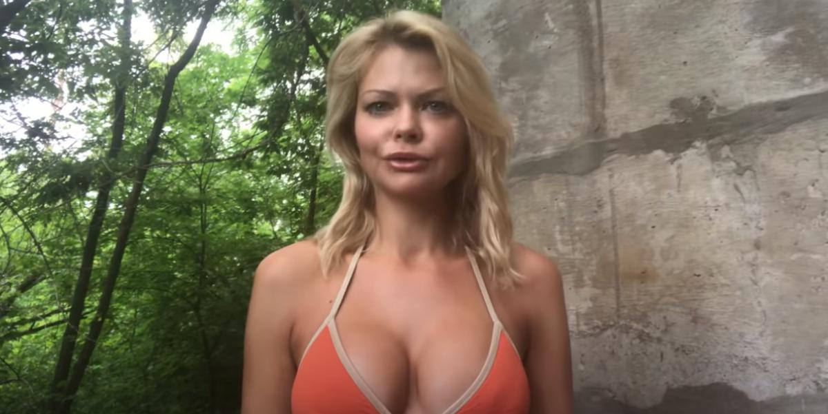 """Александра Клитина с открытой грудью в стиле """"ню"""" обратилась к украинцам: """"Я готова бороться"""""""