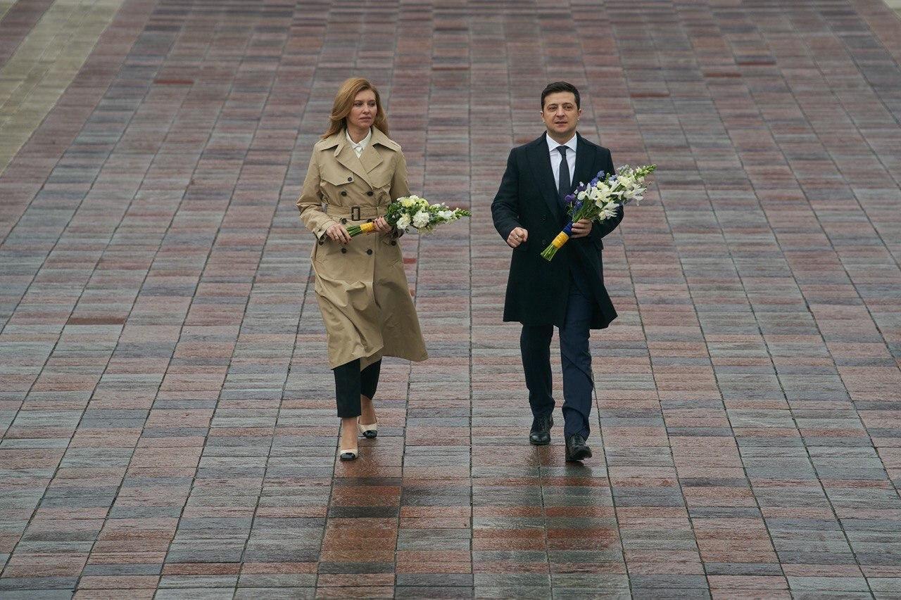 Зеленский с женой Еленой возложил цветы к памятнику Шевченко - на фото заметили необычную деталь