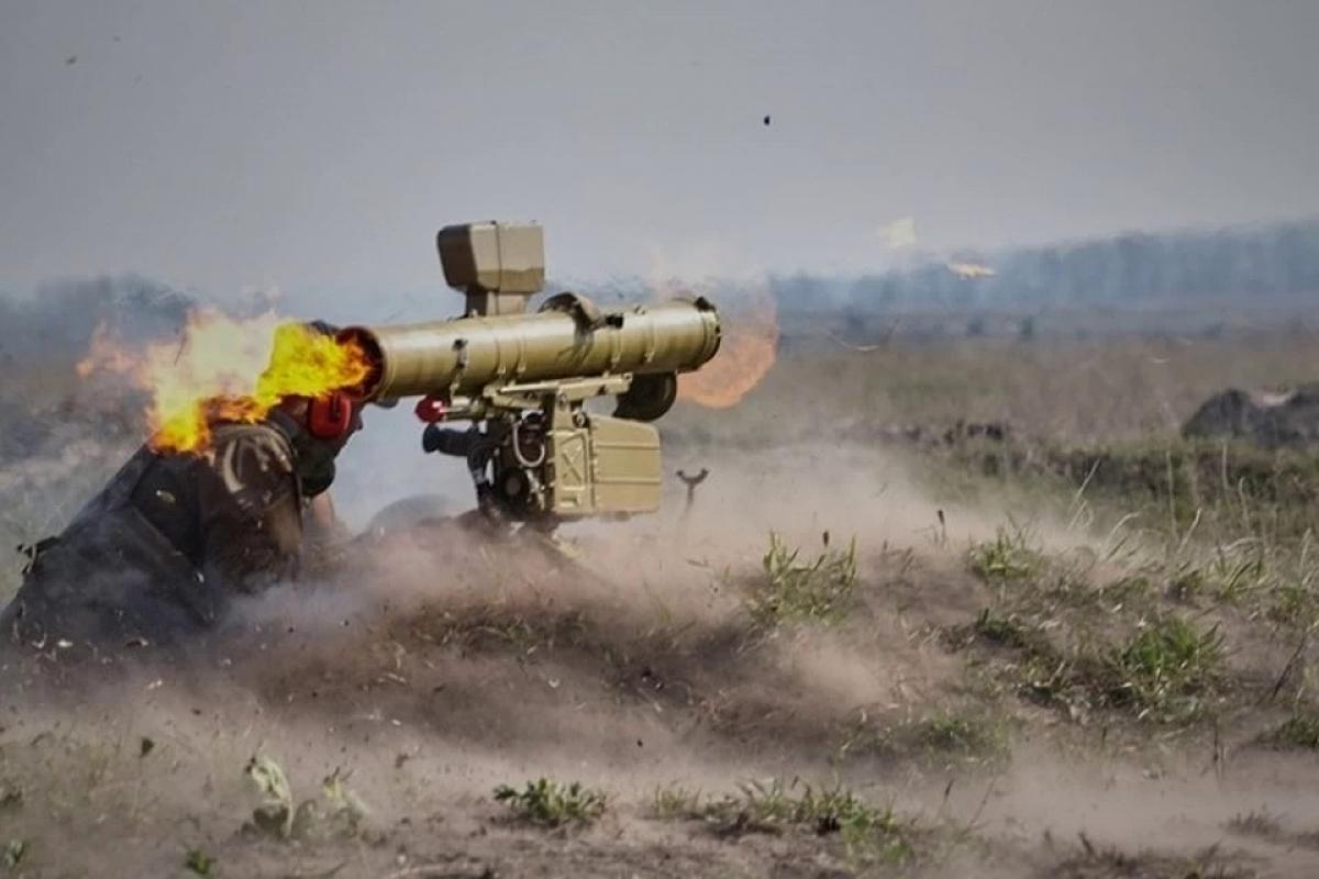 """Боевики ночью сообщили о мощной атаке ВСУ под Коминтерново: """"Бьют из ПТУР, у нас потери"""""""