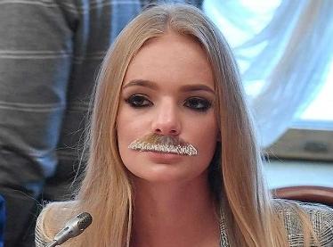 """Дочь Пескова сделала неудачную попытку доказать, что она """"такая как все"""". В Сети мажорку """"спалили"""" за дорогой алкоголь и санкционные продукты - кадры"""
