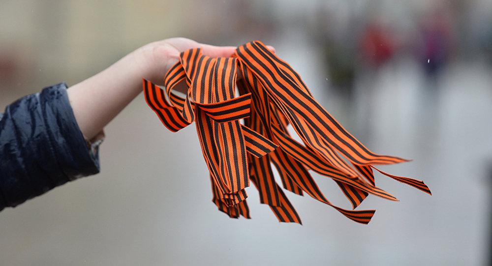"""""""Украинские власти позорят сами себя! Это просто возмутительно!"""" - запрет георгиевской ленточки на территории Украины вызвал приступ гнева в российской Госдуме"""