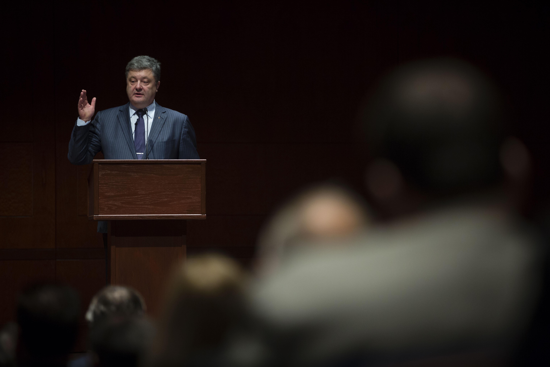 Порошенко: украинцы не понимают отказ Запада помогать Киеву оружием