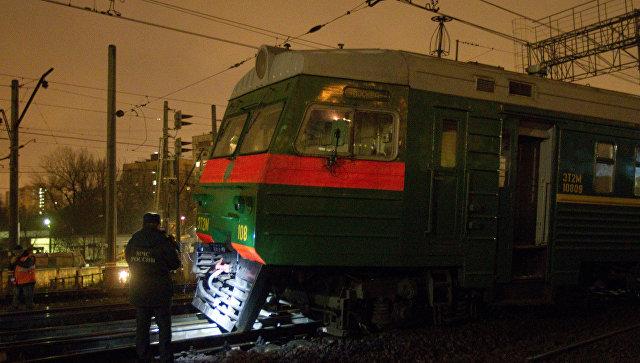 ЧП на западе Москвы: поезд и пустая электричка столкнулись на рельсовой колее, есть пострадавшие - опубликованы кадры