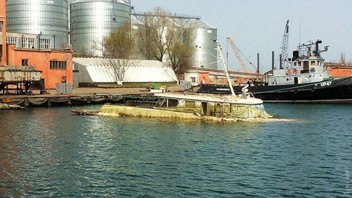 """Американцы готовятся поднять затопленную """"яхту Брежнева"""" в порту Одессы"""