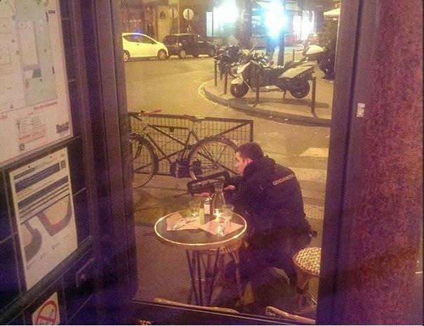 Террористы захватили около сотни заложников в парижском театре