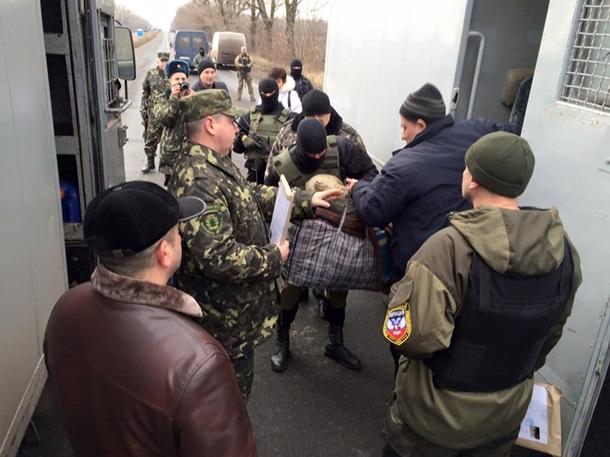"""Террористы решили избавиться от """"лишнего балласта"""": боевики передали Украине 20 заключенных из """"ЛНР/ДНР"""""""