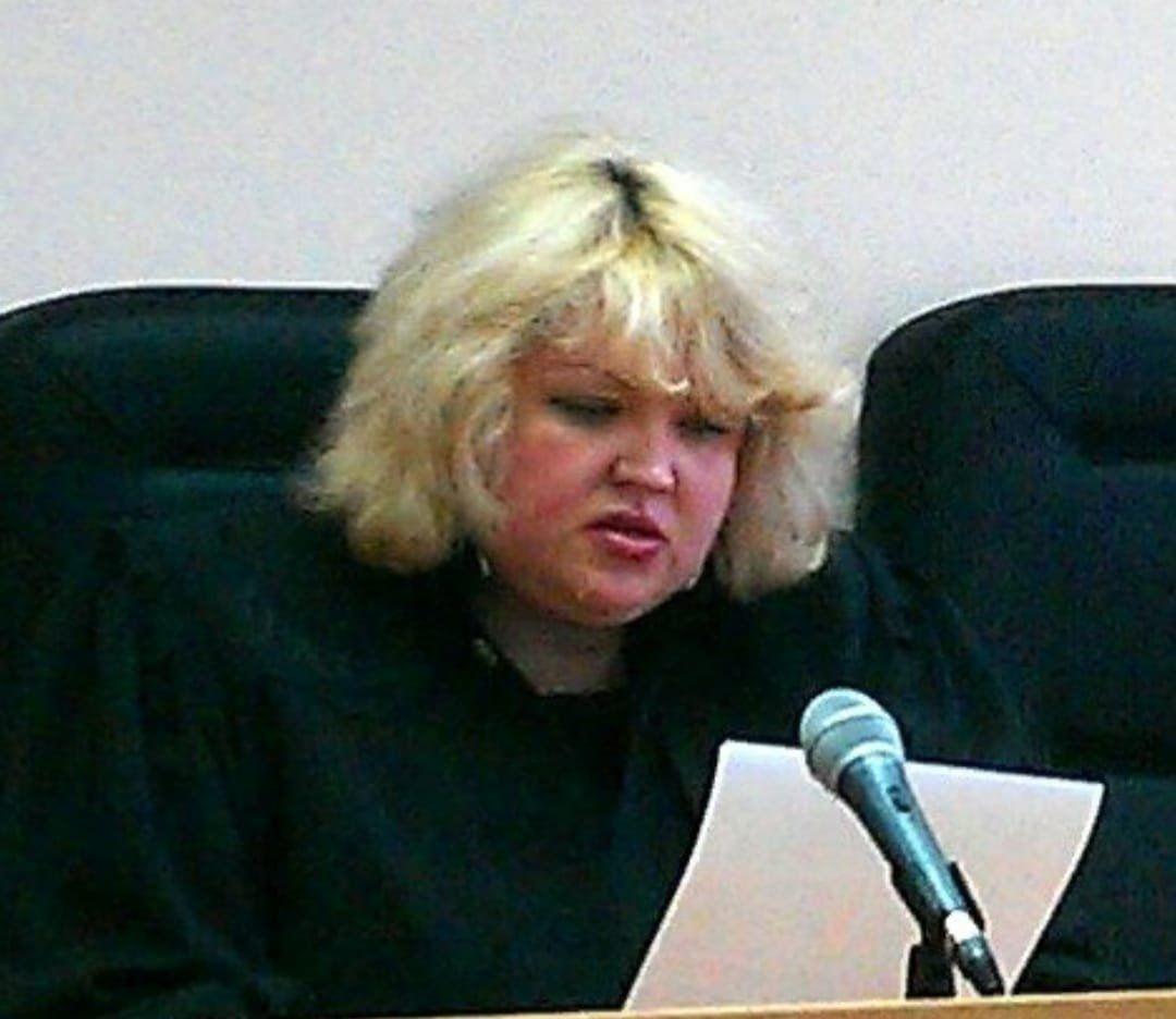 В России внезапно скончалась отправившая в колонию Навального судья Репникова – причину не разглашают
