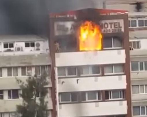 Сеть потрясло видео падения туристок с пятого этажа, пытавшихся спастись от пожара в турецком отеле, - кадры