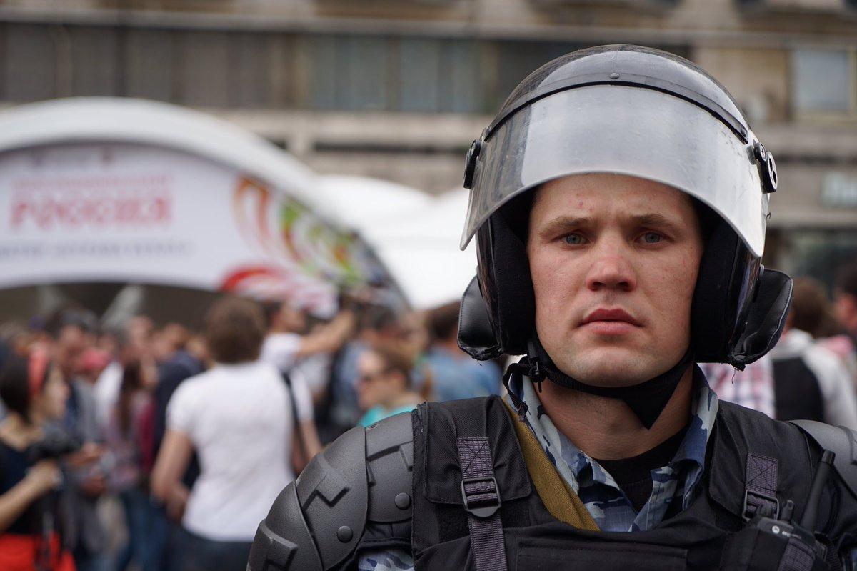 """Сбежавшие в Россию украинские """"беркутовцы"""" работают в Москве: соцсети показали, кто разгоняет москвичей с митинга"""