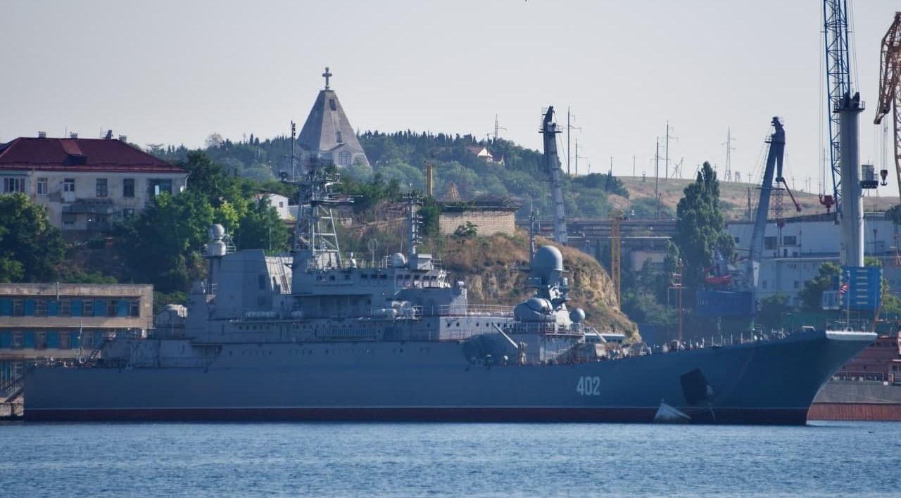 Россия включила в состав своего флота украденный у Украины большой десантный корабль