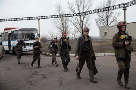 """В """"ЛНР"""" выгнали с работы шахтеров, которые """"вздумали бунтовать"""" – горняки требовали вернуть долги по зарплате"""