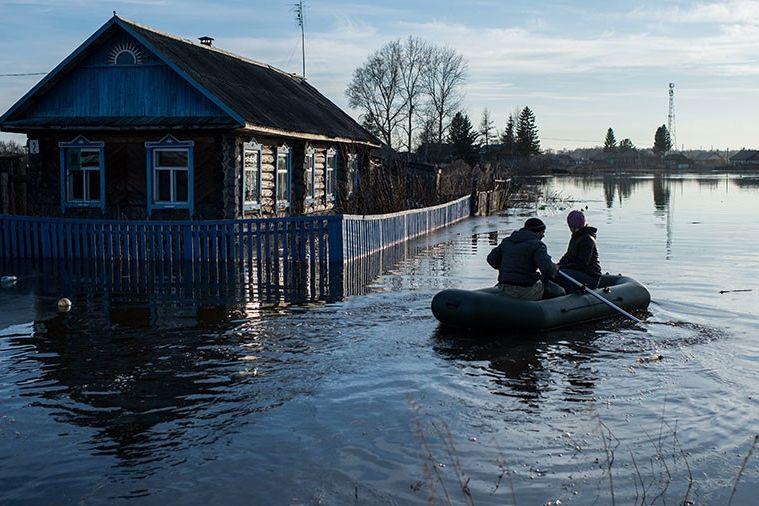 Мощный паводок затопил 24 региона России - села и трассы под водой, люди отрезаны от мира