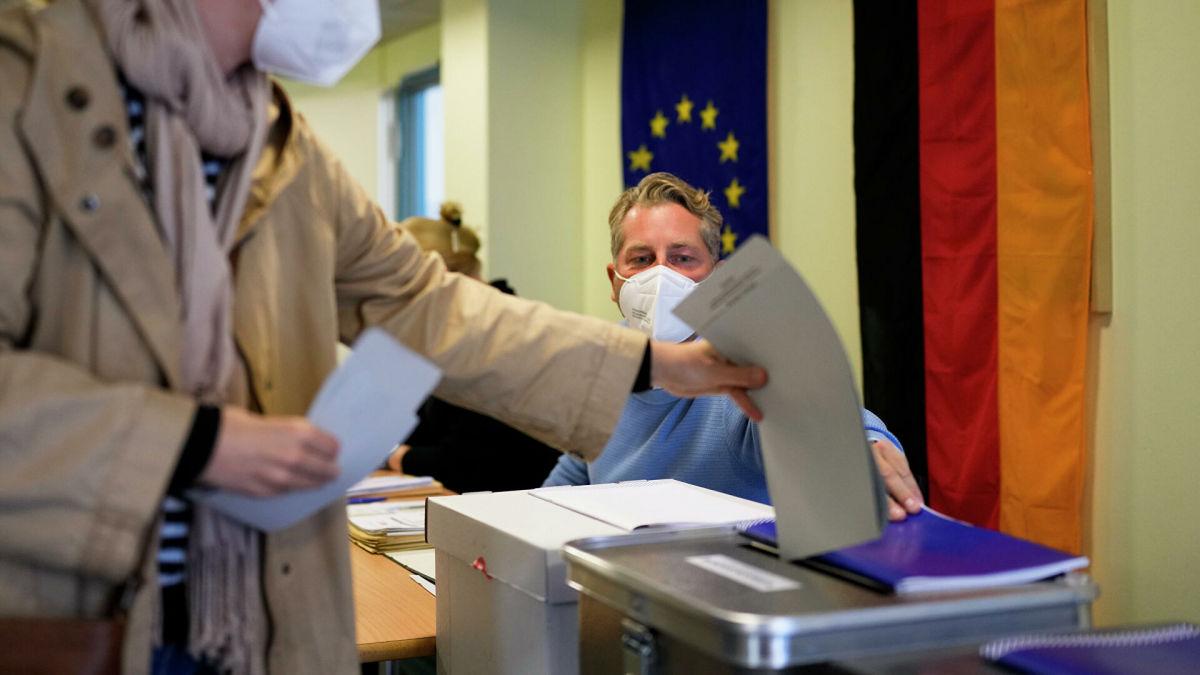 Германией будет править коалиция: первые экзитполы показали лидерство трех партий в Бундестаг