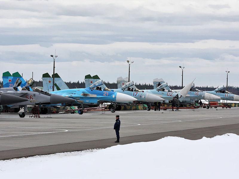 Переброска российской военной авиации в Беларусь: от аэродрома до границы с Украиной всего 120 км