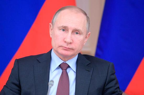 """""""Помощники подсветили розовеньким"""", - соцсети высмеяли попытки Путина """"освежить"""" внешний вид"""