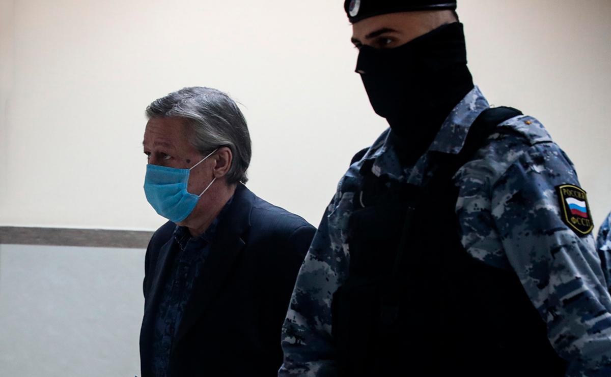Михаил Ефремов приговорен к тюремному сроку и просидит в заключении до 64 лет