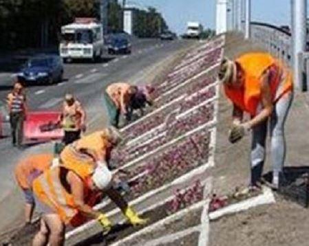 Радости на лицах не видно: в Сети показали, как в оккупированном Донецке готовятся к Дню шахтера, - кадры