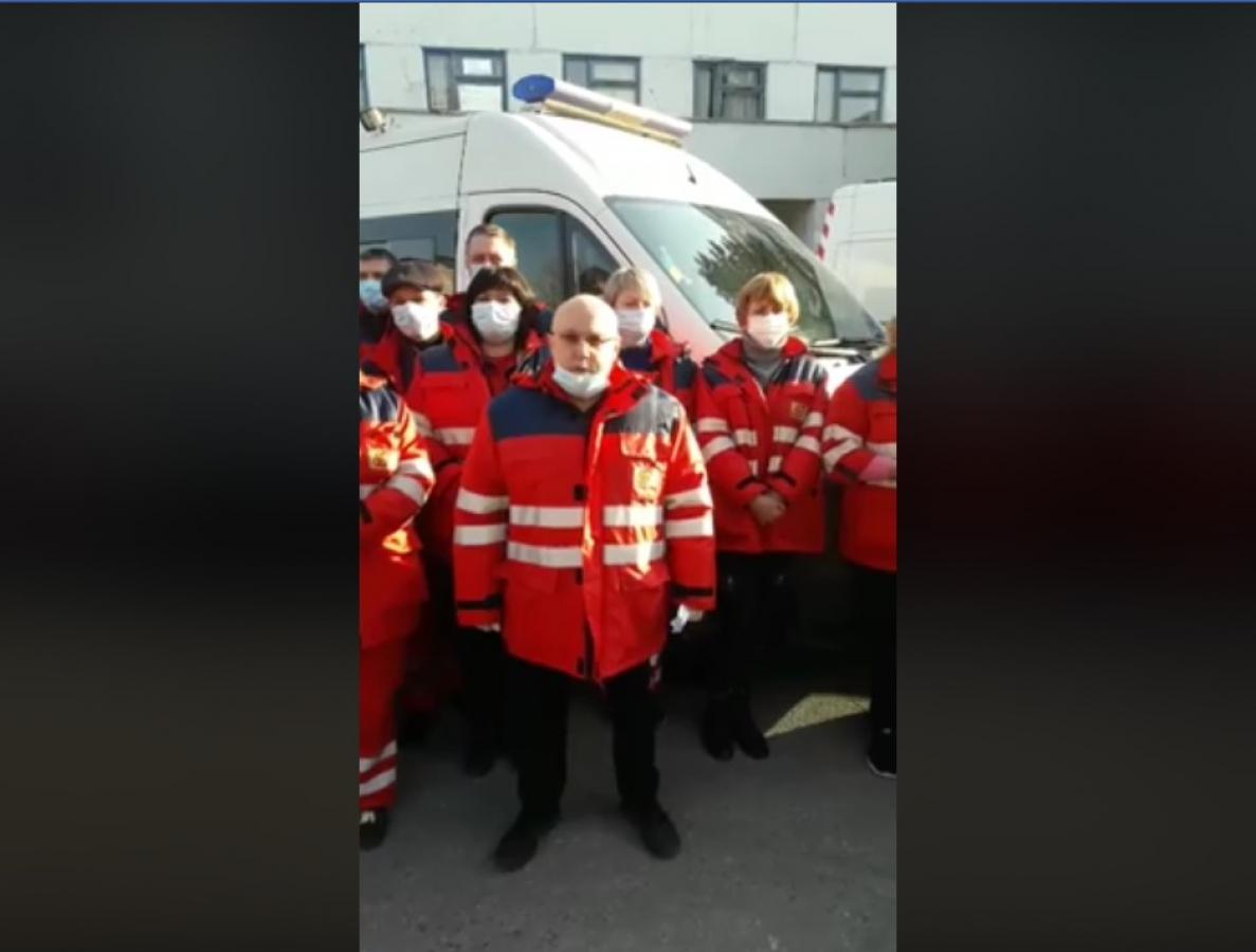 """""""Мы требуем"""" Запорожские медики записали обращение к президенту Зеленскому, видео"""