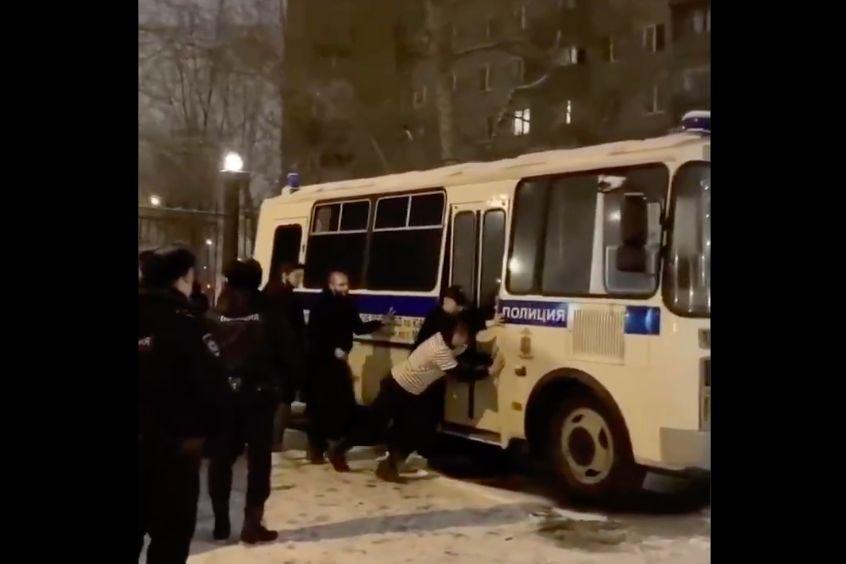 """""""Я это вижу, а поверить в это не могу"""", - в Сеть попало видео с протестов в Москве, которое удивило мир"""
