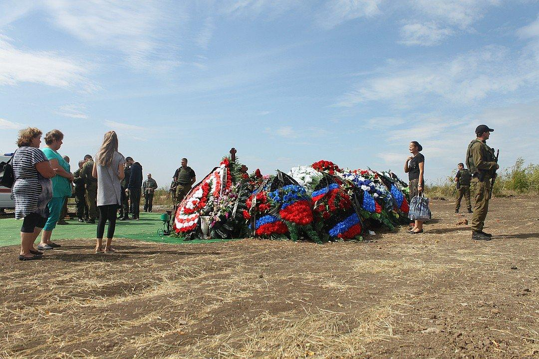 Вокруг могилы Захарченко ажиотаж: ситуация в Донецке и Луганске в хронике онлайн