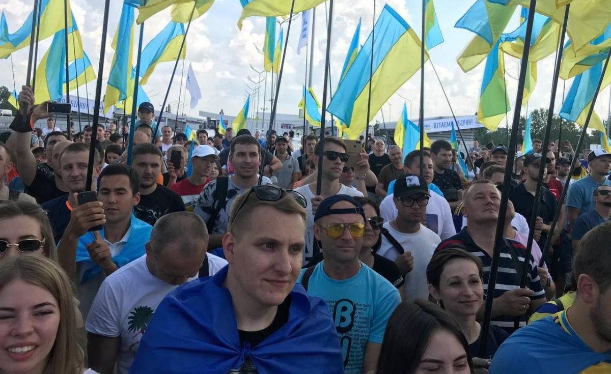 Сборная Украины по футболу прибыла домой: прямая трансляция из аэропорта Борисполя