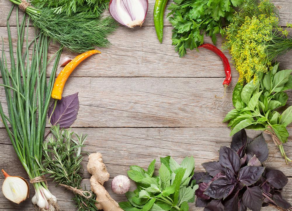 Защищает клетки от старения и выводит токсины: сколько зелени нужно съедать каждый день