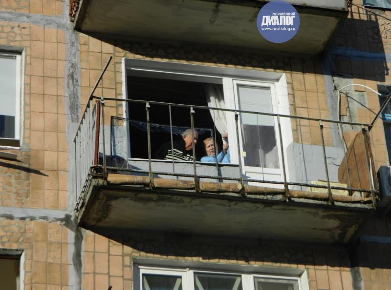 Как выглядит микрорайон Боссе в Донецке после обстрела: разбитые многоэтажки и поврежденные авто