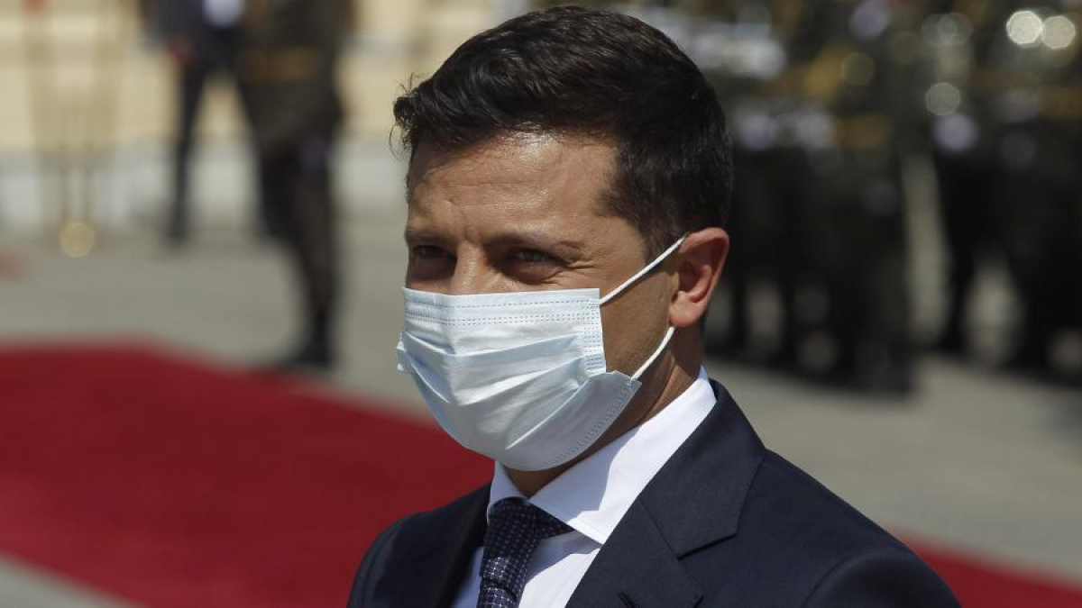 """Зеленский показал украинцам, как правильно носить маски: """"Носите их, как нормальные люди"""""""